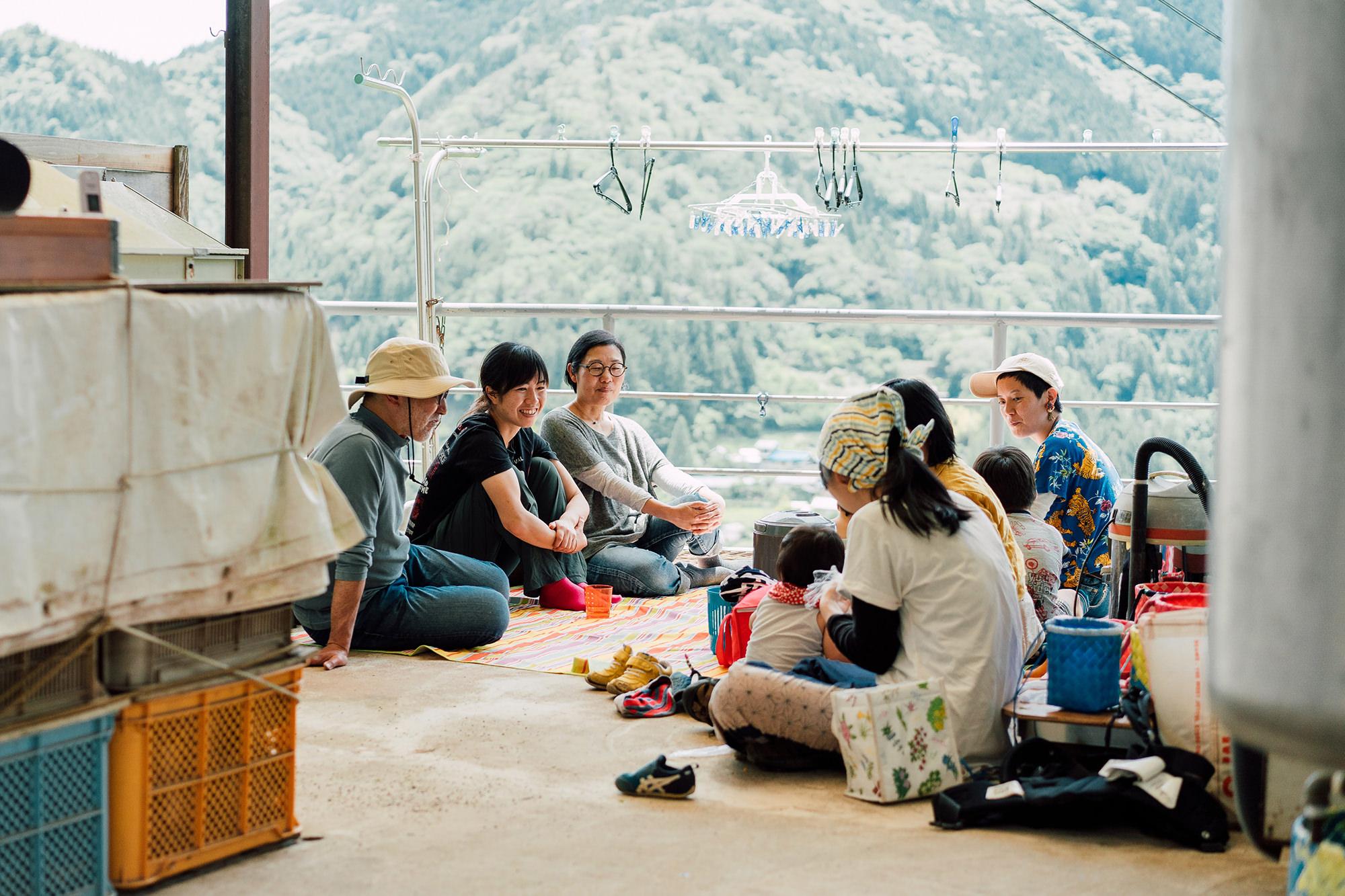 5月は新茶の季節、この日はCHAIROのメンバーで見学にうかがった